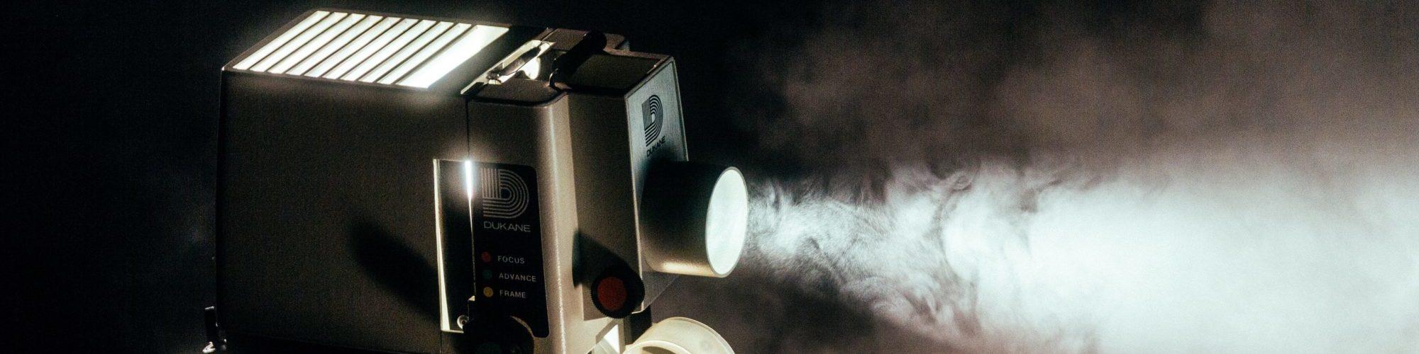 projection dans une salle de cinema au chateau troissy internat college lycee cinema 7e art film