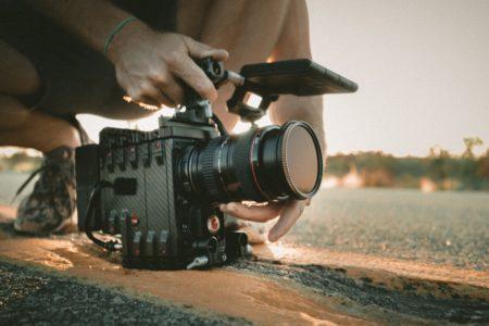 homme qui tourne une scene au chateau troissy internat college lycee cinema 7e art film