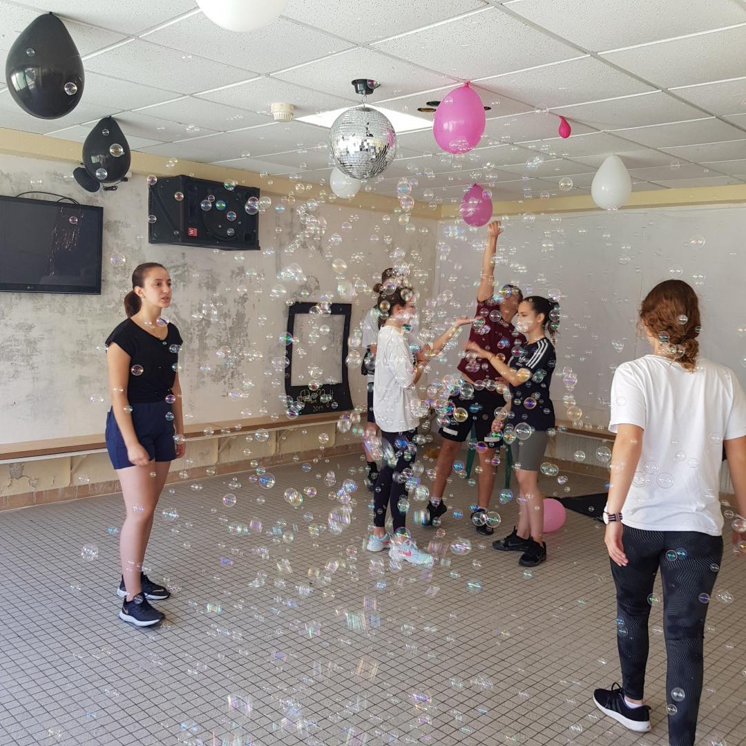 Salle fete soiree troissy internat 7 art college lycee gala bal de fin d'annee 2019 groupe eleve bulles ballons